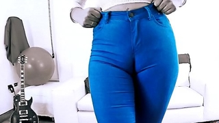 EPIC Deep CAMELTOE In Penurious BLUE JEANS and With a BIGASS Crack